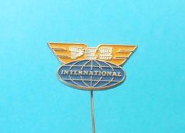 PEZ CLUB INTERNATIONAL ... Yugoslavian Nice Old And Rare Pin Badge * Abzeichen Anstecknadel Spilla Distintivo - Pez