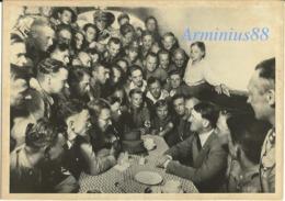 Adolf Hitler & NS-SA Junge Männer - 1930 - Im Keller Kantine Der Münchner Braunes Haus - München - Krieg, Militär
