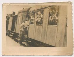 REAL PHOTO -  TRAIN PEOPLE GUYS ON RAILWAY STATION , STEAM LOCOMOTIVE -  Old Photo - Trains