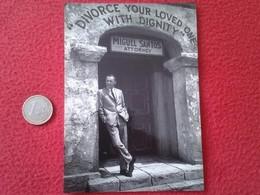 POSTAL POSTCARD POST CARD CARTE POSTALE DE CINE ACTOR FRANK SINATRA IN MARRIAGE ON THE ROCKS VER FOTO HOLLYWOOD ACTEUR - Actores