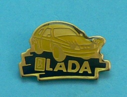 1 PIN'S //  ** LADA POCH ** - Badges