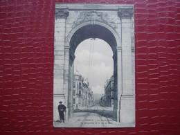 54. NANCY - La Porte Désilles . La Perspective De La Rue De Metz ( En L'état ) - Nancy