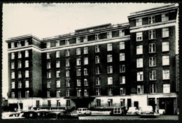 Ref 1248 - Real Photo Postcard - Cars At Kensington Close Flats - North London N11 - London Suburbs