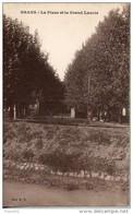 13. Grans. La Place Et Le Grand Lavoir - Francia