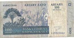 BANKY FOIBEN'I MADAGASIKARA - 1.000 ARIARY - 500 FRANCS . A4982286H .  2004  . 2 SCANES - Madagascar