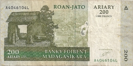 BANKY FOIBEN'I MADAGASIKARA - 200 ARIARY - 1.000 FRANCS . A4046104L  . 2 SCANES - Madagascar