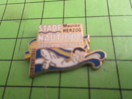 713K Pins Pin's / Rare & Belle Qualité THEME SPORTS / NATATION STADE NAUTIQUE DEPARTEMENTAL MAURICE HERZOG - Swimming