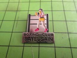 716b Pins Pin's / Rare & Belle Qualité THEME SPORTS / BOXE BOXING CLUB BAYEUX RING BOXEUR - Boxing