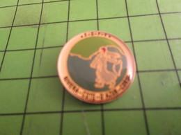 811g Pins Pin's / Rare & Belle Qualité THEME AUTRES / LA SEMEUSE SURVOLANT LA MEDITERRANEE ET LA CORSE - Badges