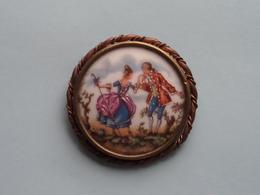 BROCHE ( Medaillon ) BROOCH : Porcelaine LIMOGES France ( Voir Photo Svp / A Identifié ) 53 Mm.! - Limoges (FRA)