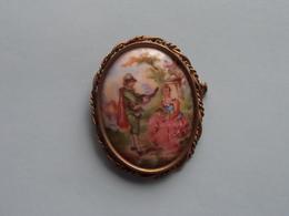 BROCHE ( Medaillon ) BROOCH : Porcelaine LIMOGES France ( Voir Photo Svp / A Identifié ) +/- 4 X 5 Cm.! - Limoges (FRA)
