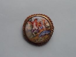 BROCHE ( Medaillon ) BROOCH : Porcelaine LIMOGES France ( Voir Photo Svp / A Identifié ) +/- 42 Mm.! - Limoges (FRA)