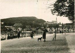 PHoto Prise à Annecy Le 16 Mai 1932 Promenade Près Du Canal Et De La Chocolaterie Sur Les Hauteurs L'église - Lieux
