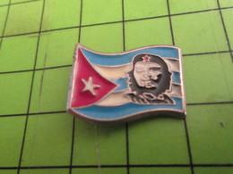 1115b Pins Pin's / Rare & Belle Qualité THEME PERSONNES CELEBRES / ERNESTO CHE GUEVARA ET DRAPEAU CUBAIN - Personnes Célèbres