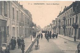 Cpa 36 Chateauroux Rue De La République - Chateauroux