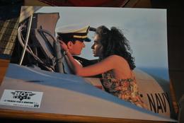 Rare Affichette Film Hot Shot   Format 21x30 Cm - Affiches & Posters