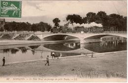 Cpa 02 SOISSONS Le Pont Neuf (détruit En Aout 14) Le Petit Train Cie Du Ch. De Fer De La Banlieue De Reims (CBR) - Treni