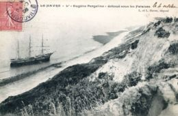 """N°68081 -cpa Le Havre -l'""""Eugène Pergeline"""" échoué Sous Les Falaises- - Commerce"""