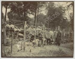 """Guerre 1914-18 . Photo Légendée """"Le Parc à Bestiaux - Les Vaches à L'étable"""". Prisonniers Allemands . Pas-de-Calais ? - Guerre, Militaire"""