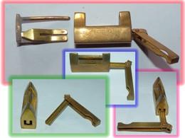 ANCIEN CADENAS BRONZE OU LAITON CLEF ATYPIQUE EN U - Bronzes