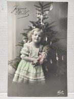 Joyeux Noël. Fille. Sapin. Poupée - Kerstmis