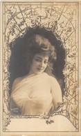 Carte-photo ART NOUVEAU. Belle Femme Au Centre D'un Décor De Vigne 1900. REUTLINGER PARIS - Femmes