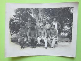 Groupe De Militaires Debout Et Assis, Uniforme - CPA Carte Photo Guerre 14-18 - Guerre, Militaire
