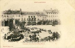 PONT-A-MOUSSON -- PROCESSION  DE  LA  FETE-DIEU (Place Duroc) - Pont A Mousson