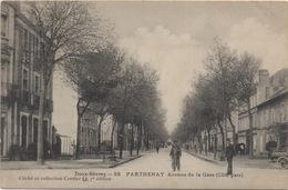 CPA 79 PARTHENAY Avenue De La Gare (Côté Gare) Petite Animation - Parthenay