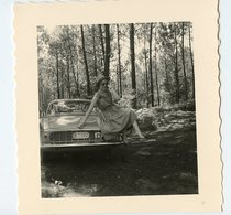 Femme Pin-up Voiture à Situer Identifier Nature Woman Sexy Vacances Forêt été Love Amour Dress Robe Renault Caravelle ? - Anonyme Personen