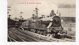 LES LOCOMOTIVES (Royaume-Uni) L.& S.W. R. WATERLOO STATION - Eisenbahnen
