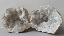 - Géode De Quartz. Complète. 975g. 9cm - - Minerals