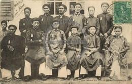 /!\ 8532 - CPA/CPSM - Asie  : Annam : Hué : Les Frères Du Roi Et Leurs Précepteurs - Vietnam