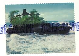 Bali. Le Rocher Sacré De Tanahlot. The Sacred Rock Of Tanahlot On High Tide - Indonésie