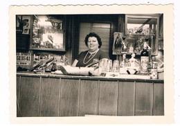 B-6930   VILVOORDE : Tuchthuisstraat Vrouw Achter Toog ( Foto ) - Vilvoorde