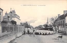 28 - CRECY COUVE : La Grande Rue ( Important Troupeau De Moutons De Passage ) CPA - Eure Et Loire - Autres Communes