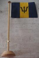 DRAPEAU DE LA BARBADE - SUPPORT EN BOIS - Drapeaux