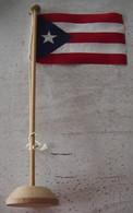 DRAPEAU DE CUBA - SUPPORT EN BOIS - Flags