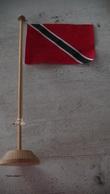 DRAPEAU DE TRINIDAD ET TOBAGO - SUPPORT EN BOIS - Flags