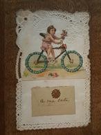 Ange - Angelot à Vélo - Belle Carte Ajourée - Chromos, Roses, Fleurs, Enveloppe Contenant Une Petit Carte - Anges
