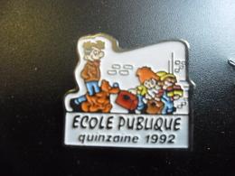 PIN'S BOULE ET BILL - B.D - Ecole Publique 1992 (ROBA 1991) @ 21 Mm X 19 Mm - BD
