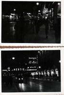 2 Photos Originales Berlin By Night, Nacht Berlin - AWAG & Hertie Am Alexander Platz, Auto & Tramway Vers 1940/50 - Luoghi