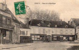 ! Toucy - Place De La République - Toucy