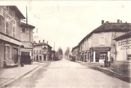 """VILLARS LES DOMBES  -CENTRE DU VILLAGE   CARTE ANIMEE  1937 """"restaurant BURNICHON"""" - Villars-les-Dombes"""