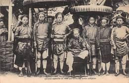 CPA TONKIN - Hanoï - Le Doïvan Et Ses Partisans ( Pirates Capturés En 1888 Par La Garde Civile Indigène ) - Vietnam