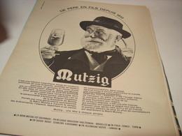 ANCIENNE PUBLICITE BIERE MUTZIG DE PERE EN FILS 1966 - Alcohols