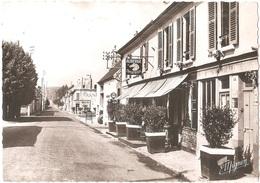 Dépt 77 - VARREDDES - Rue Victor-Clairet - CPSM 10,4 X 14,8 Cm - (Auberge Du Cheval Blanc) - Éditeur : MIGNON - Other Municipalities