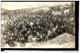 Guerre 14-18 Soldats Alliés Prisonniers Kriegsgefangenen Ludwigsburg-Eglosheim Devant Les Baraquements - Guerra 1914-18