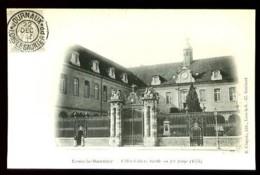 LONS-LE-SAUNIER - L' Hôtel-Dieu, Grille En Fer Forgé (1775) - (Beau Plan Animé - 1902 : CP Très Ancienne) - Lons Le Saunier