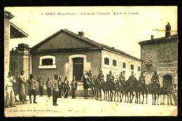 NIORT (Deux-Sèvres) - 2 : Caserne Du 7° Hussards - Parade De La Garde  - (Gros Plan Animé) - Niort